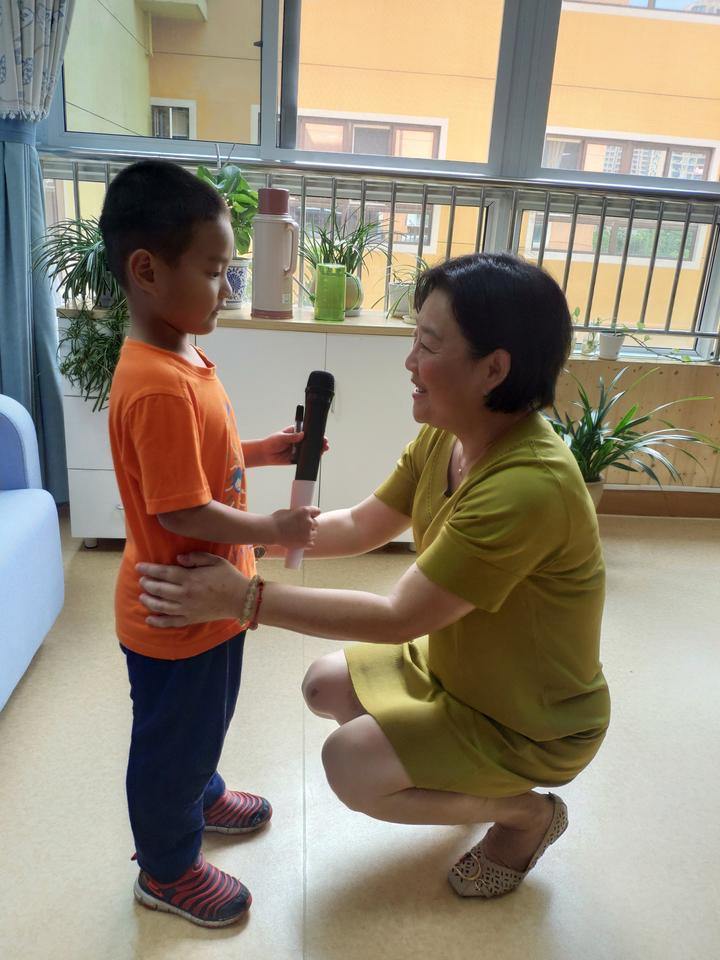 小记者采访园长妈妈。.jpg